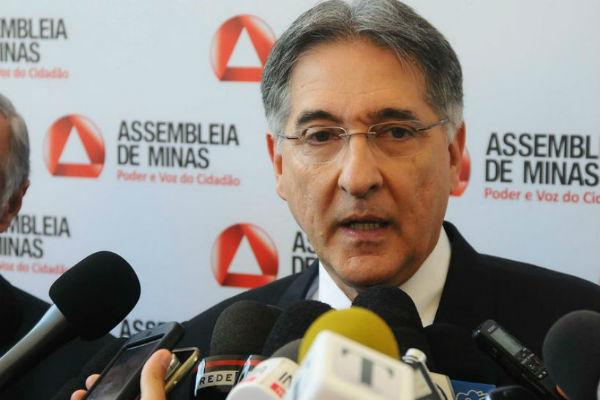 No dia do aniversário da cidade, Governador entrega veículos, assina convênios e participa de solenidade em Araxá