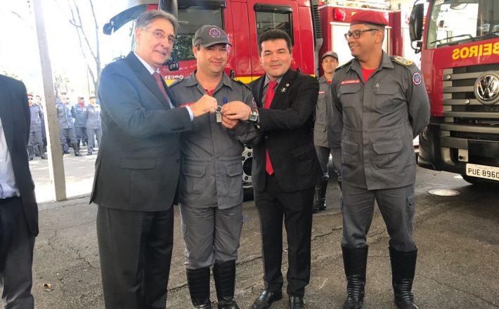 Araxá recebe novo caminhão autobomba para o Corpo de Bombeiros