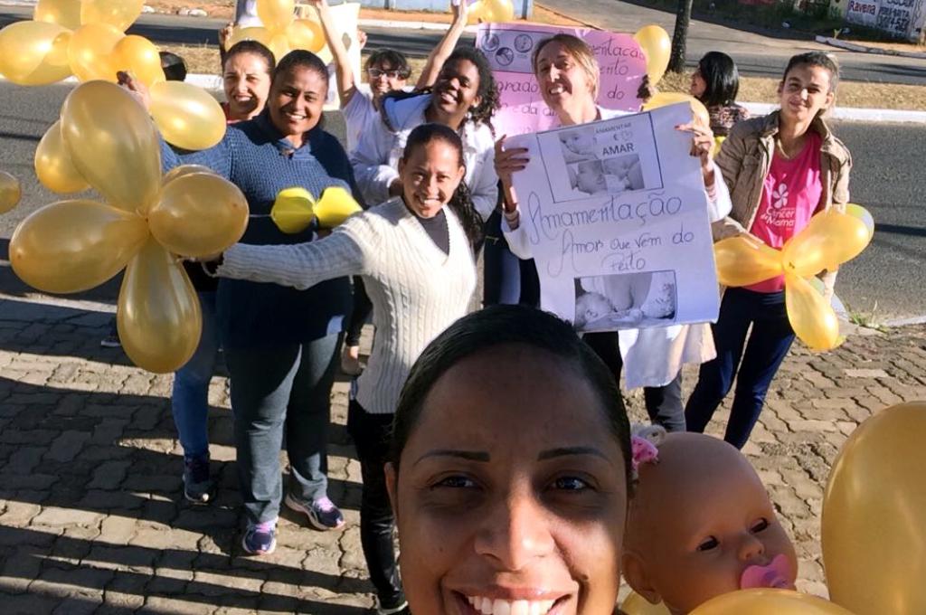 """""""Agosto Dourado"""": campanha de incentivo ao aleitamento materno e parto normal"""