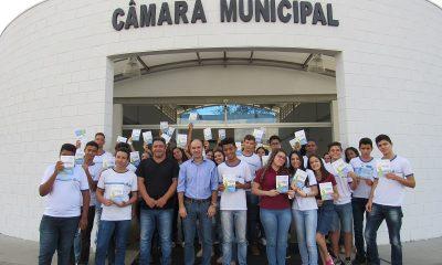 Câmara Municipal de Araxá recebe alunos do Polivalente