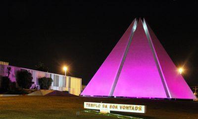 Iluminação rosa contra o câncer de mama