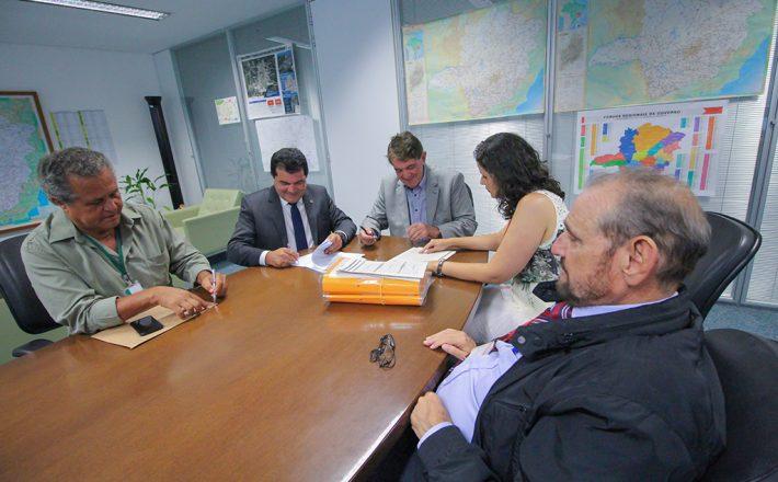 Assinado convênio para duplicação da avenida Hítalo Ross