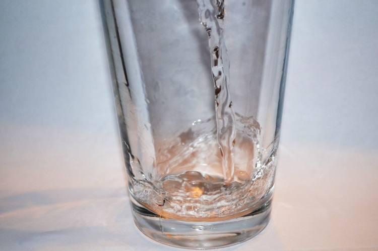 Diminuição de água no corpo pode levar a complicações na terceira idade