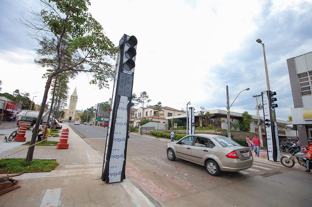 Trânsito passa por melhoria e ganha sinalização na avenida Antônio Carlos