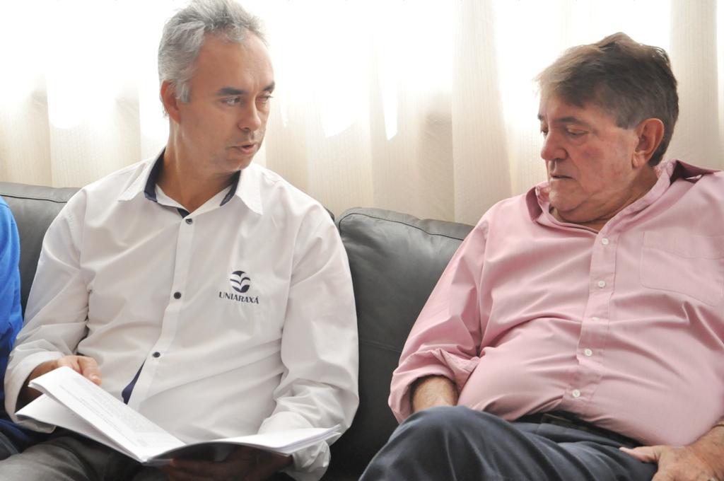 Cursos a distância no Uniaraxá são viabilizados com apoio do prefeito Aracely