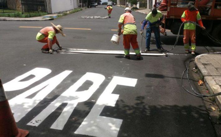 Prefeitura inicia serviço de sinalização nas ruas e avenidas