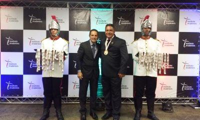 Vereador Robson Magela recebe Medalha Alferes Tiradentes
