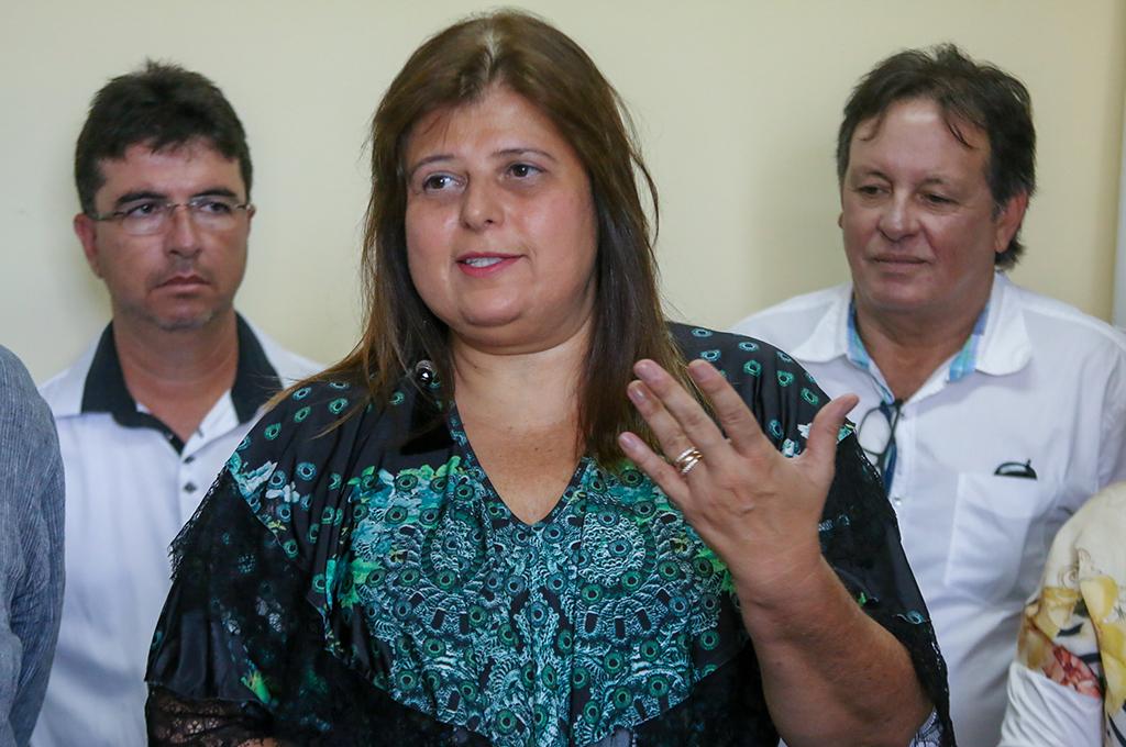 Prefeito Aracely dá posse à nova Secretária Municipal de Saúde