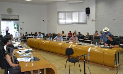 Câmara Aprova Seis Projetos em Reunião Ordinária