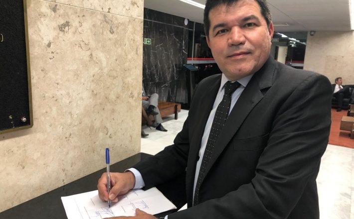 Deputado Bosco assina PEC da educação