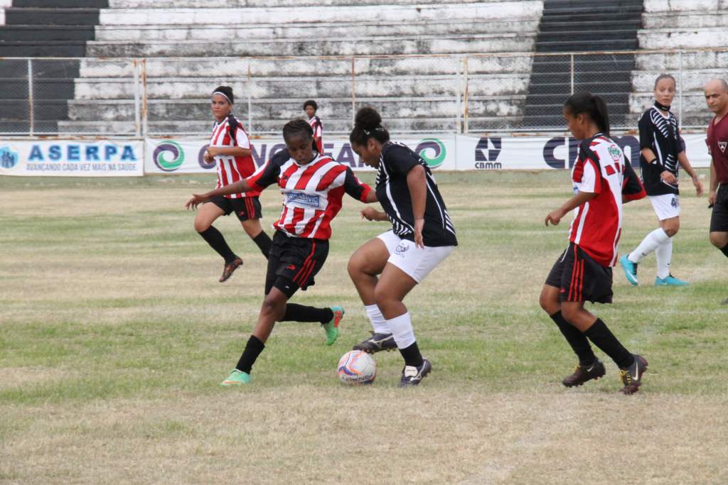 Macro vence no jogo de ida da final do Campeonato Feminino de Futebol de Campo