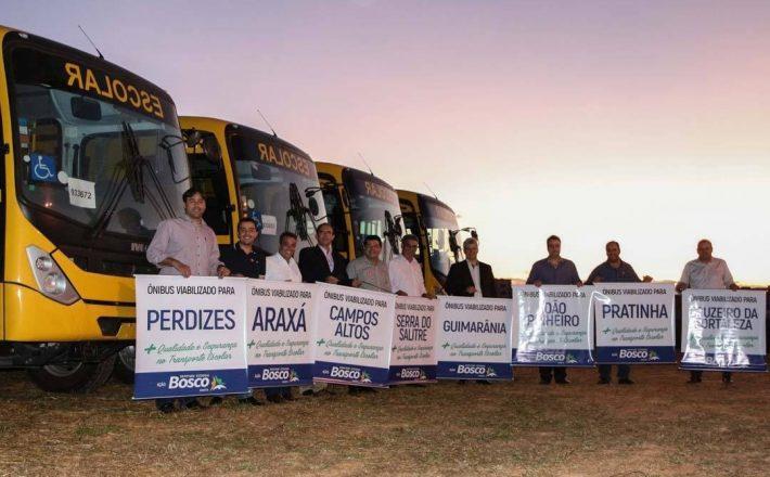 Deputado Bosco viabiliza novos ônibus escolares para oito municípios