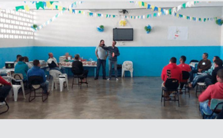 Detentos da APAC de Araxá participam de oficina