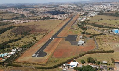 Pista do aeroporto regional de Araxá recebe limpeza