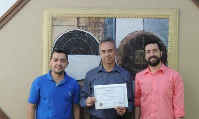 Câmara Municipal confere Moção à EAD UNIARAXÁ