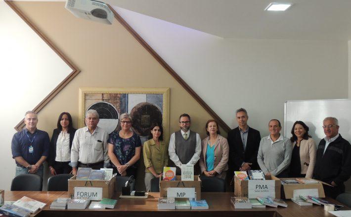 UNIARAXÁ contribui para acervo literário de Instituições de Araxá