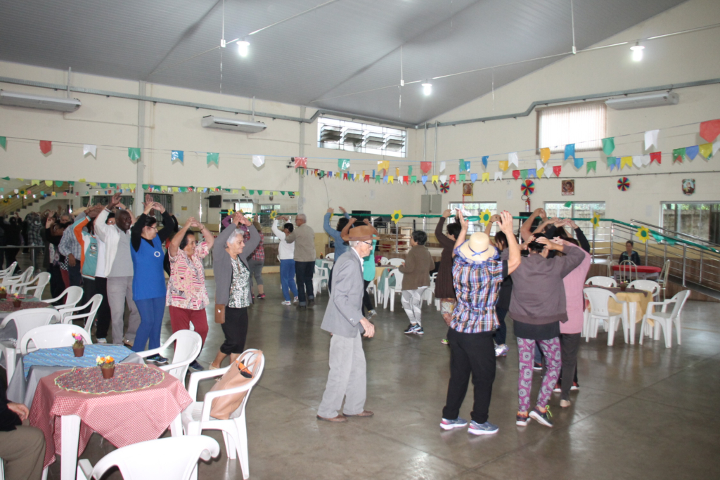 """Confraternização e cultura reúnem participantes do projeto """"Saúde na Praça"""""""