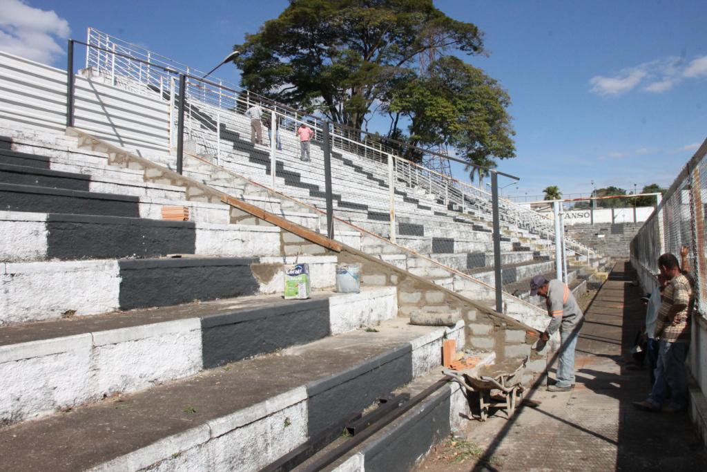 Estádio Fausto Alvim recebe melhorias para os jogos do Araxá Esporte
