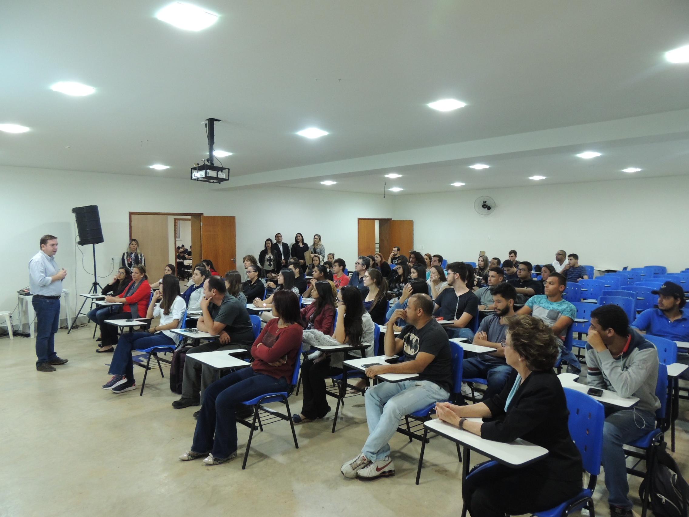 UNIARAXÁ recebe novos Estudantes