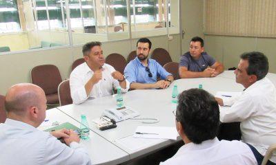 Vereadores Robson Magela e Raphael Rios se reúnem com prestadora de serviços da CBMM e cobram uso de mão de obra de Araxá