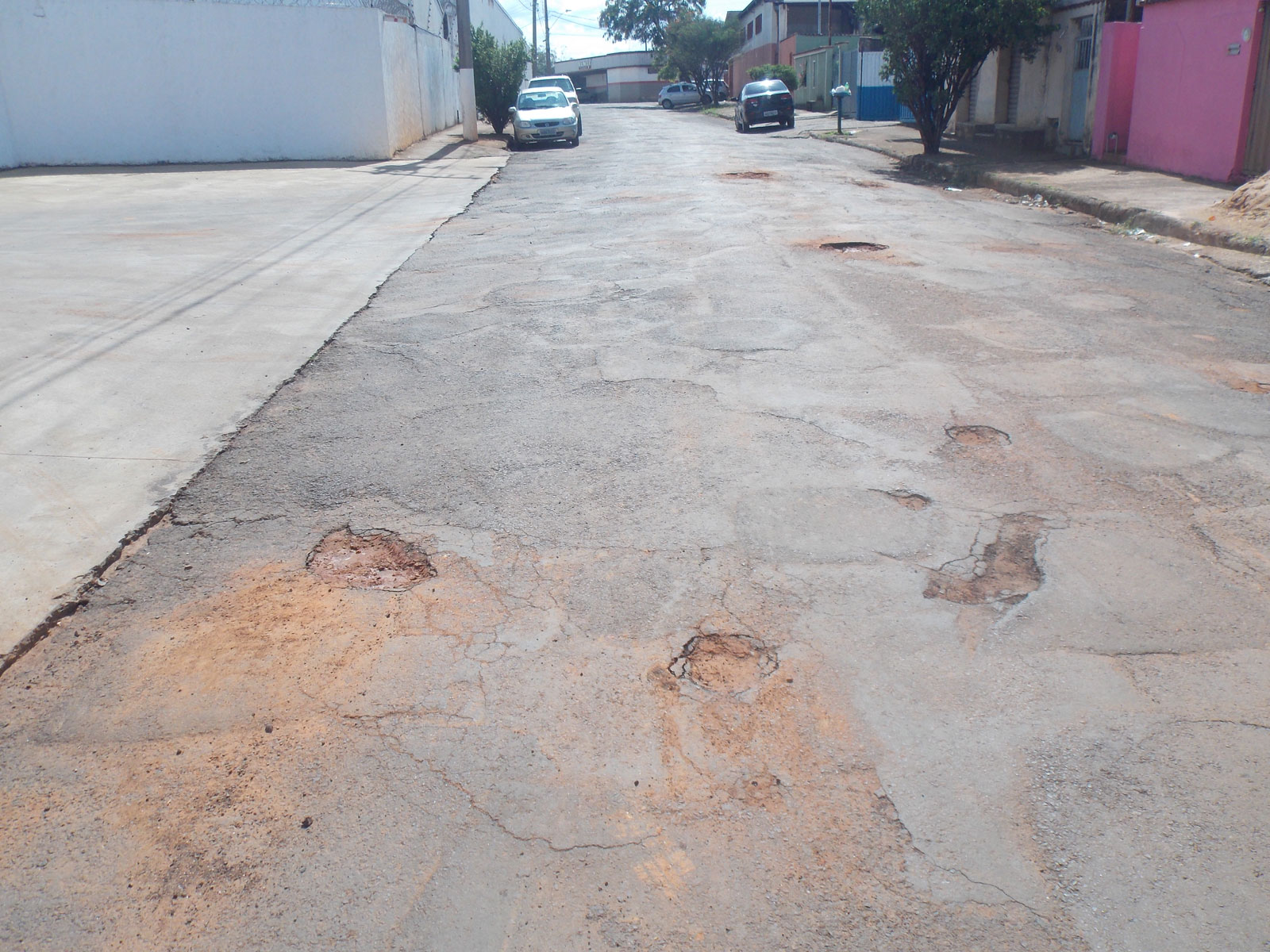 Buracos tomam conta das vias públicas de Araxá