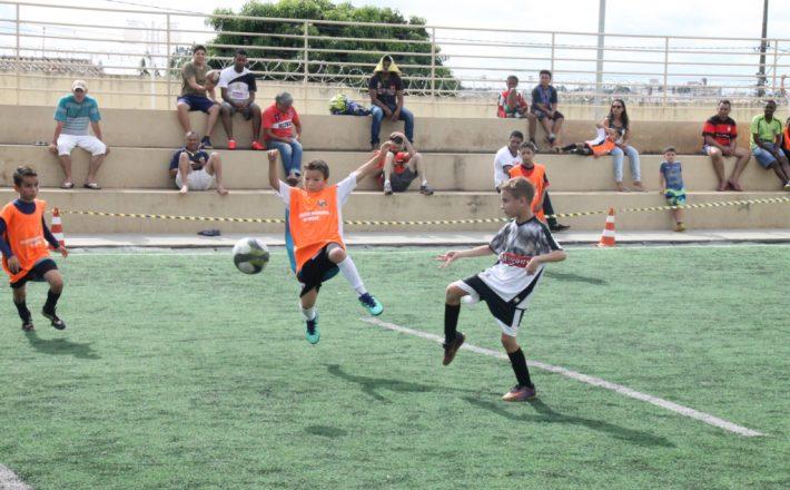 Centro Esportivo Educacional Pedro Bispo insere crianças no futebol society