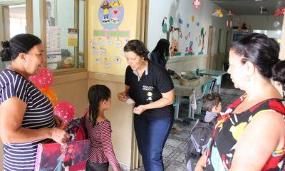 Primeiro dia de aula dos alunos do Centro Educacional Vovó Sergia nas escolas municipais