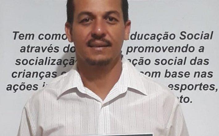 Egresso do UNIARAXÁ recebe Prêmio Educador Nota 10