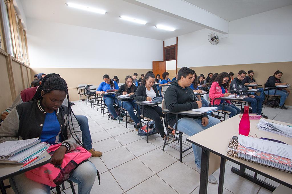 Escola Dom José Gaspar já funciona com mobiliário novo