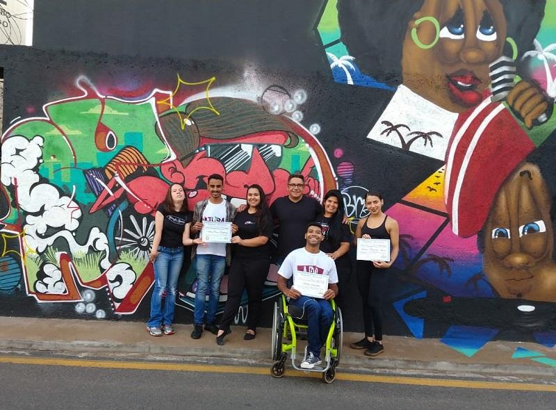 Robson Magela entrega moções para campeões de dança esportiva em cadeira de rodas