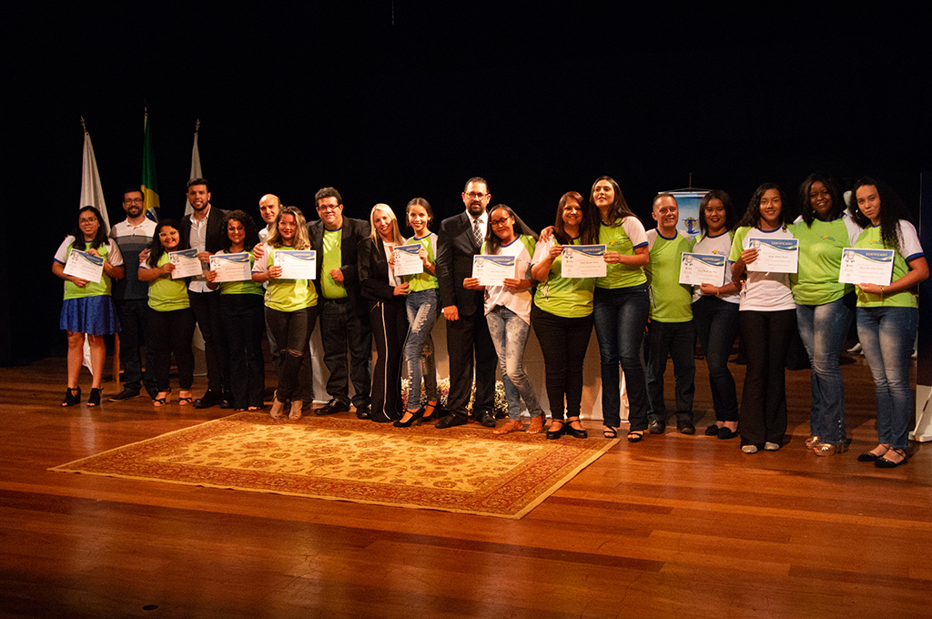 Programa nos espaços socioassistenciais, coordenados pela Prefeitura, forma 130 adolescentes