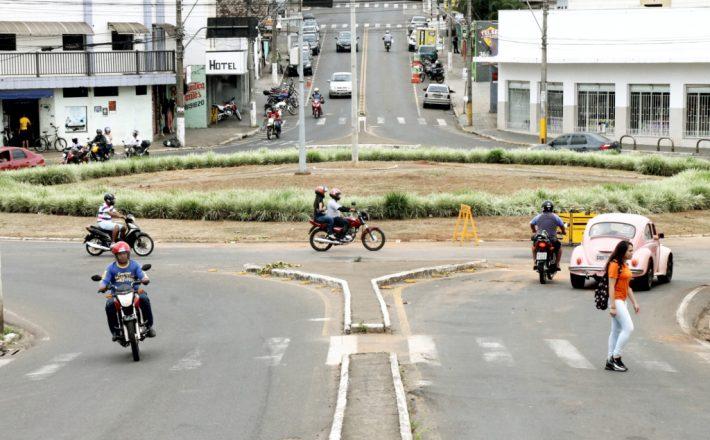 Recuperado rede de água pluvial na rotatória da Amazonas com João Paulo II