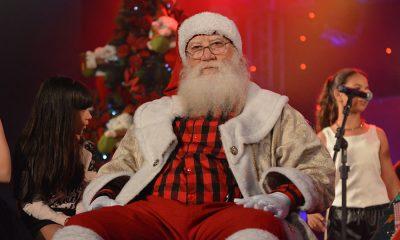 Papai Noel abre residência oficial na companhia de milhares de crianças
