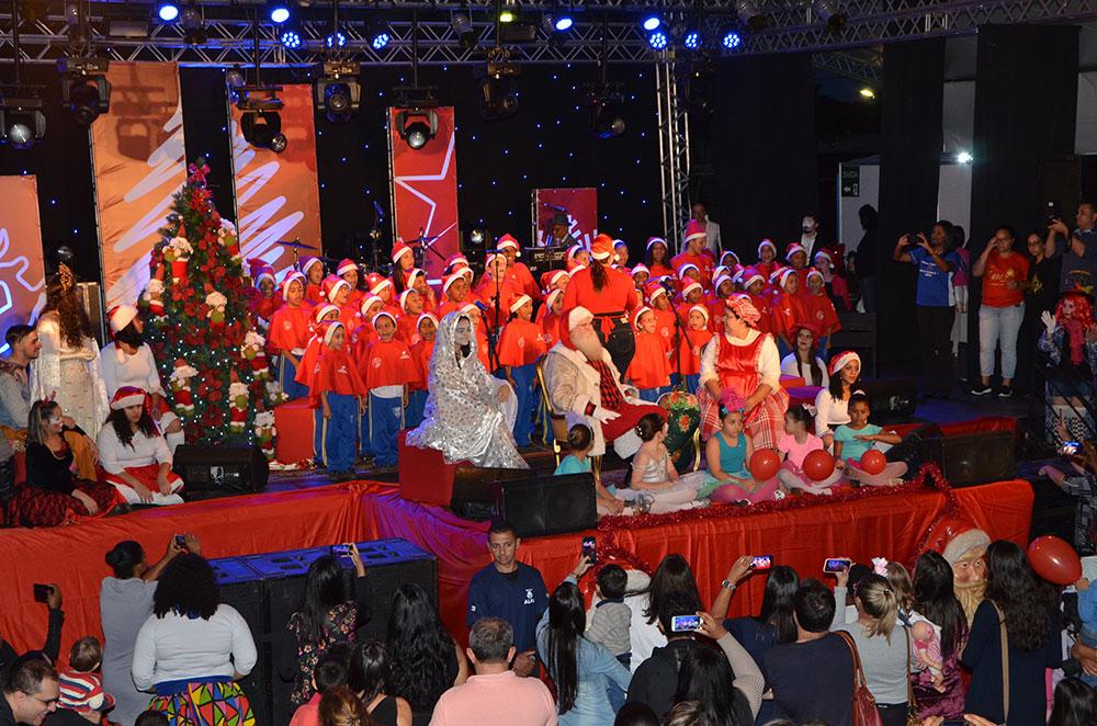 Decoração de Natal destaca belezas de Araxá