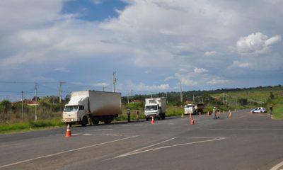 Prefeitura fiscaliza trânsito de veículos pesados na cidade