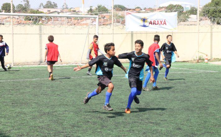 Projetos social e esportivo, desenvolvidos pelo governo municipal, encerram neste sábado