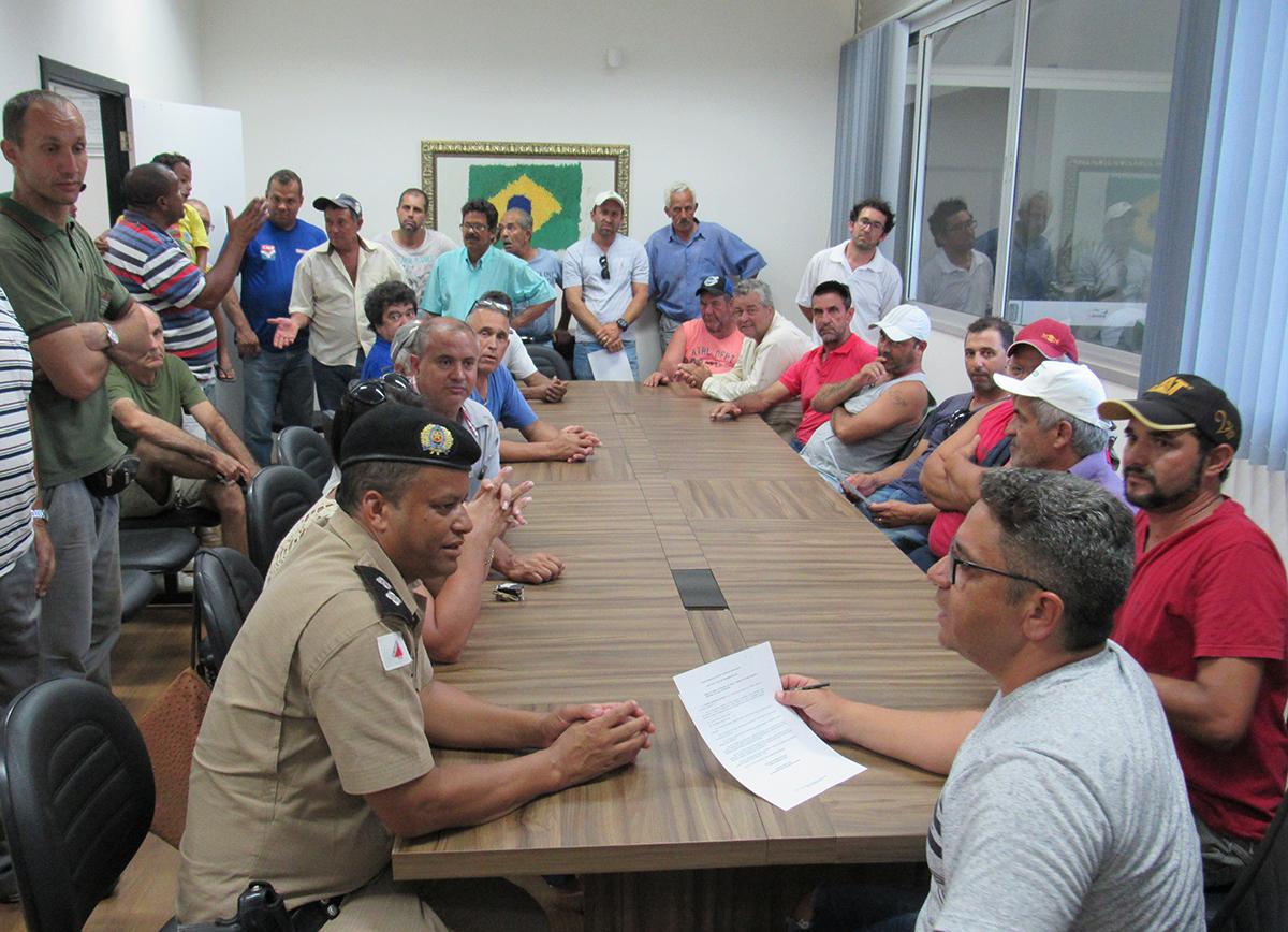 Robson Magela se reúne com caminhoneiros de Araxá na Câmara Municipal