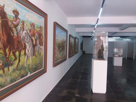 Prefeito Aracely oficializa compra de acervo de Calmon Barreto