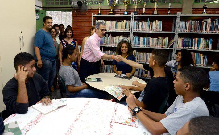 Na volta às aulas, governador Romeu Zema visita escola em Santa Luzia e propõe melhoria nos resultados de Minas no Ideb