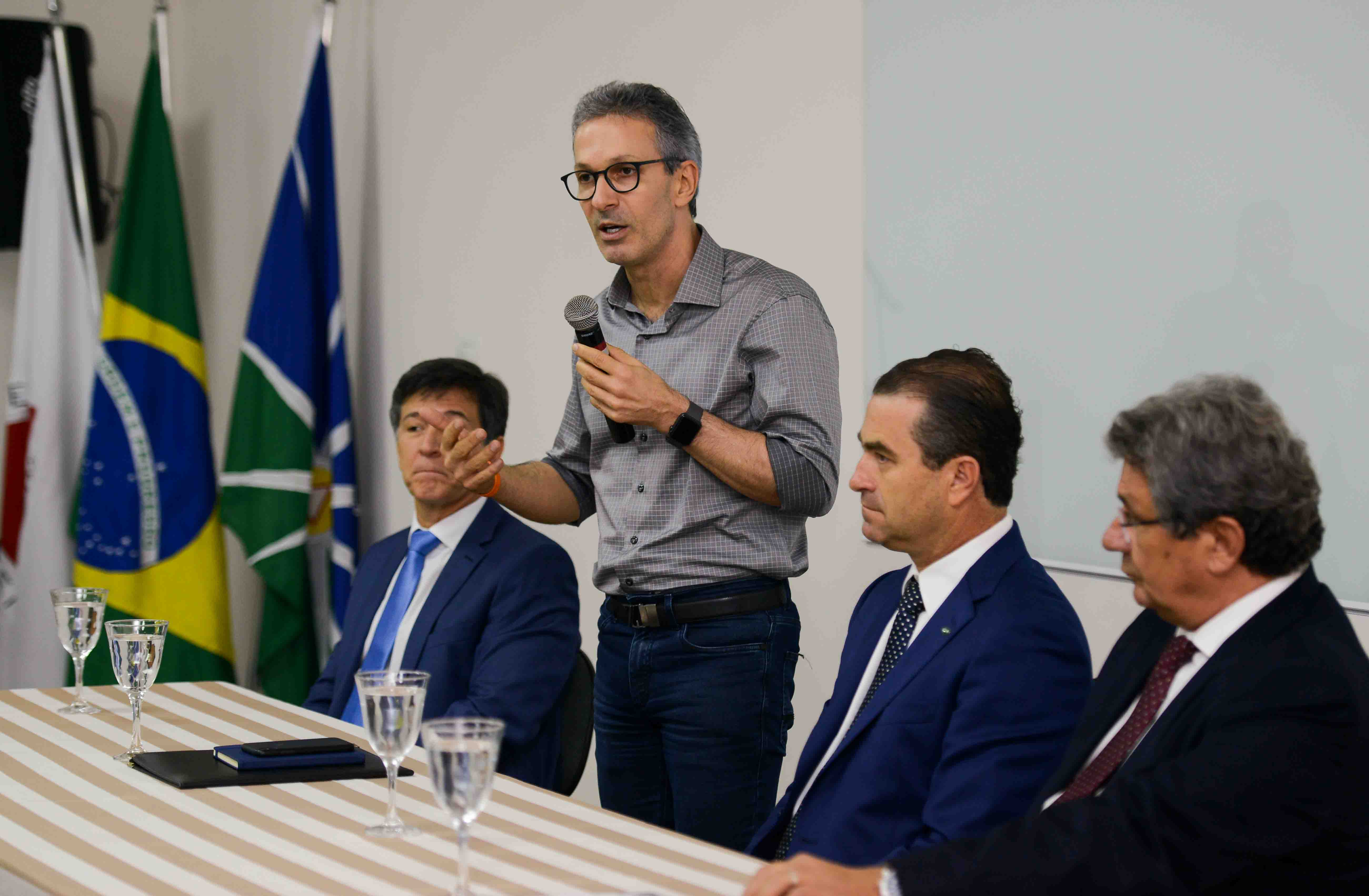 Romeu Zema conhece hospital referência de Uberlândia e defende implantação do modelo no Estado