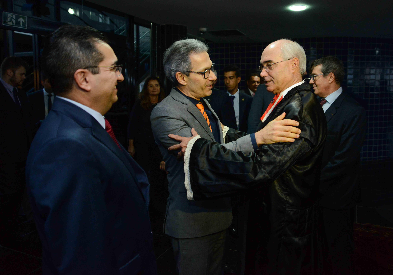 Romeu Zema defende transparência durante posse da nova presidência do TCE