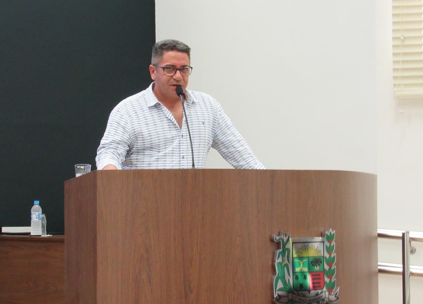 Robson Magela questiona Prefeitura que quer acabar com ponto de táxi no Centro de Araxá