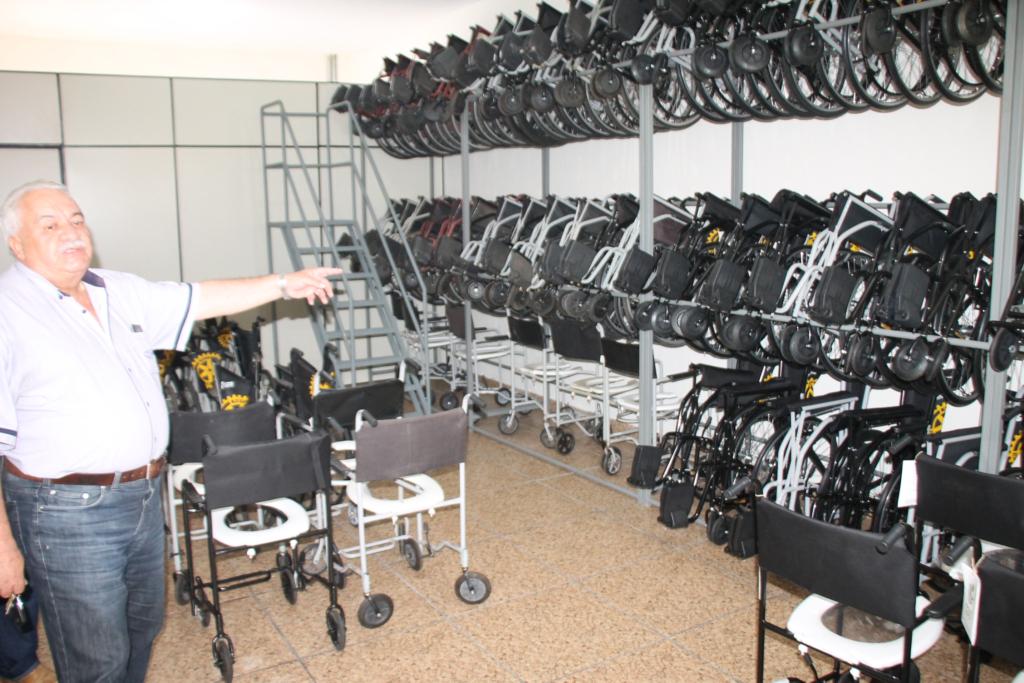 Prefeitura é parceira do Rotary no empréstimo de cadeiras de rodas para idosos