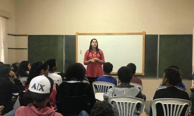Prefeitura conscientiza jovens sobre a destruição causada pelo uso de drogas