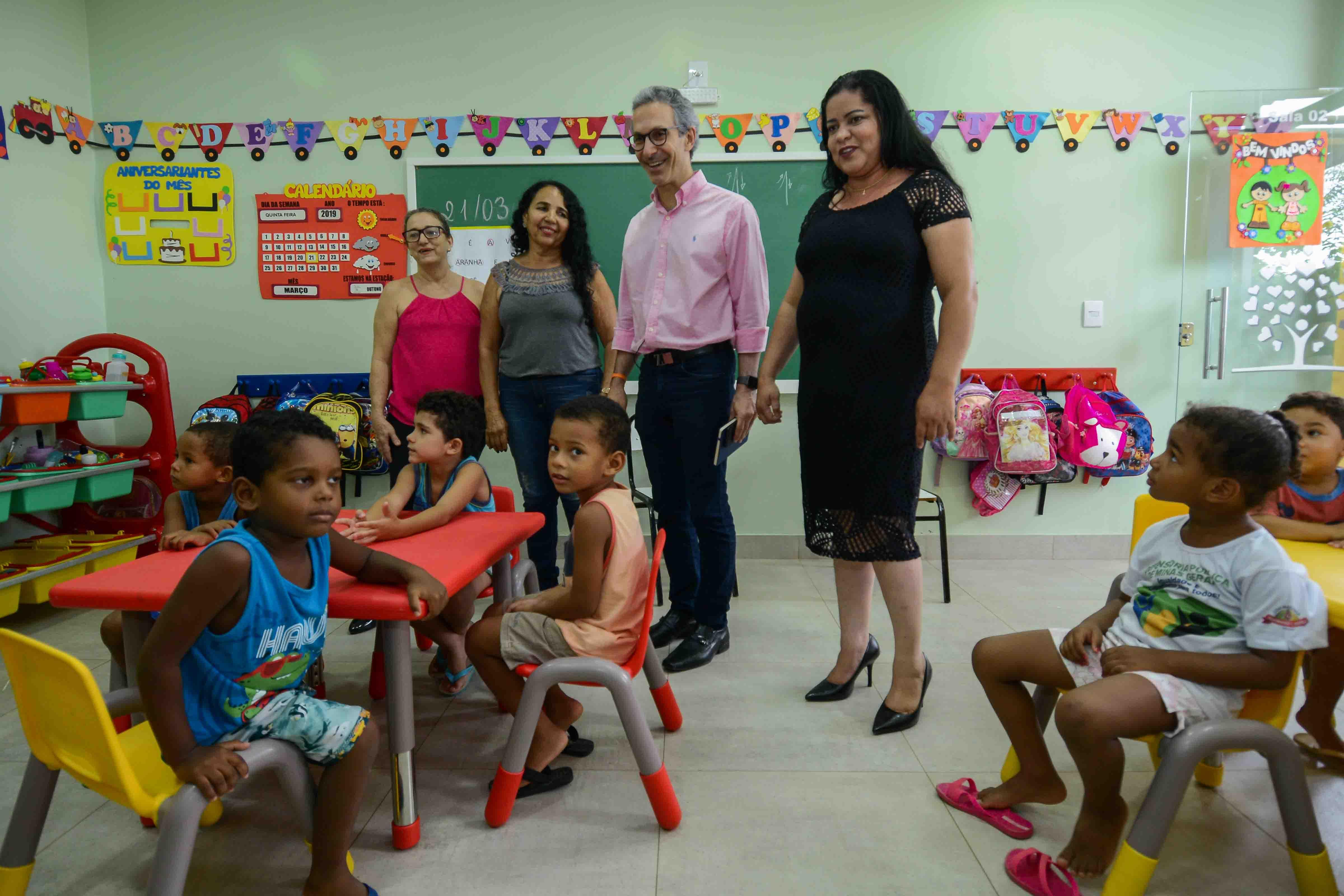 """Romeu Zema continua """"Giro pelo Estado"""" em Janaúba e escuta demandas da população do Norte de Minas"""