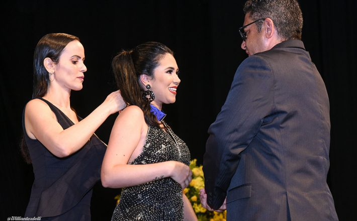 Vereador Robson homenageia a jovem Jenifer com a Medalha Leonilda Montandon