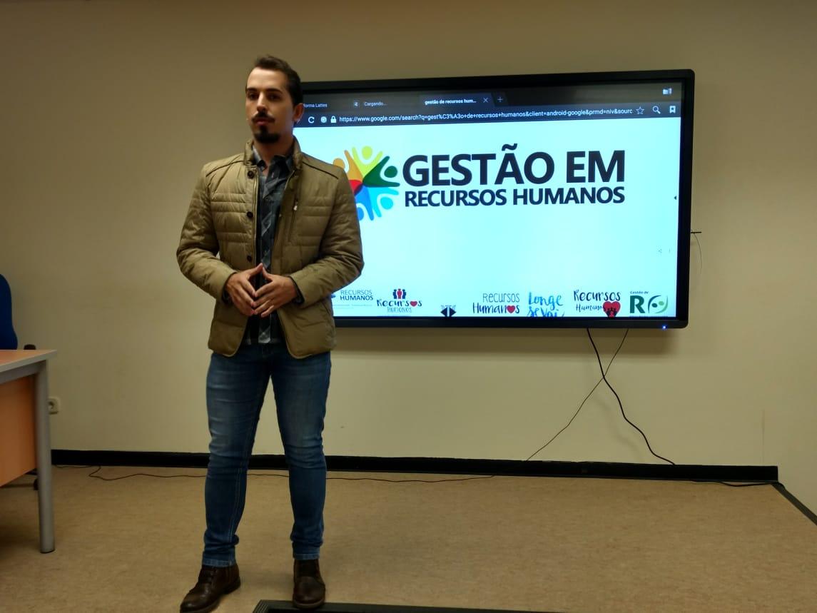 Araxaense se destaca em workshop sobre Gestão de Pessoas na Espanha