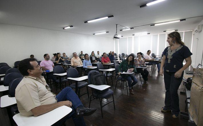 Fiscais da Vigilância Sanitária de oito cidades participam de oficinas em Araxá