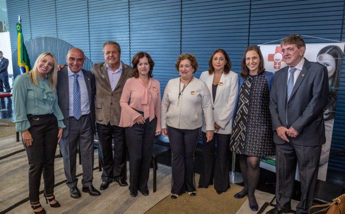 Prefeito Aracely de Paula se reúne com Ministro e participa de solenidade na Câmara Federal