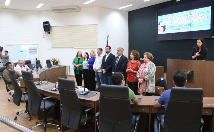 Semana Municipal de Incentivo a Adoção é aberta oficialmente na Câmara Municipal